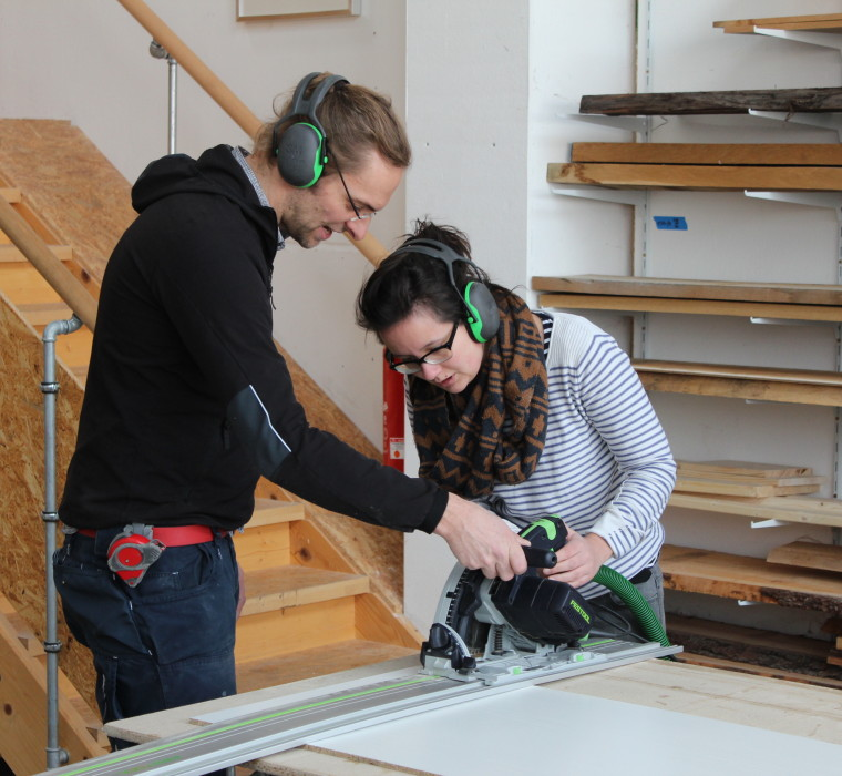 Mirjam learns how to use a circular saw