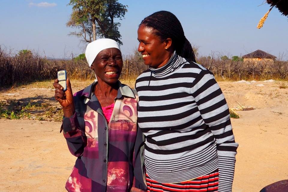 Zimbabwe: Mobile money transfers for the elderly. Photo: Mira Gratier/DFID, retrieved from: https://www.flickr.com/photos/dfid/31385429294